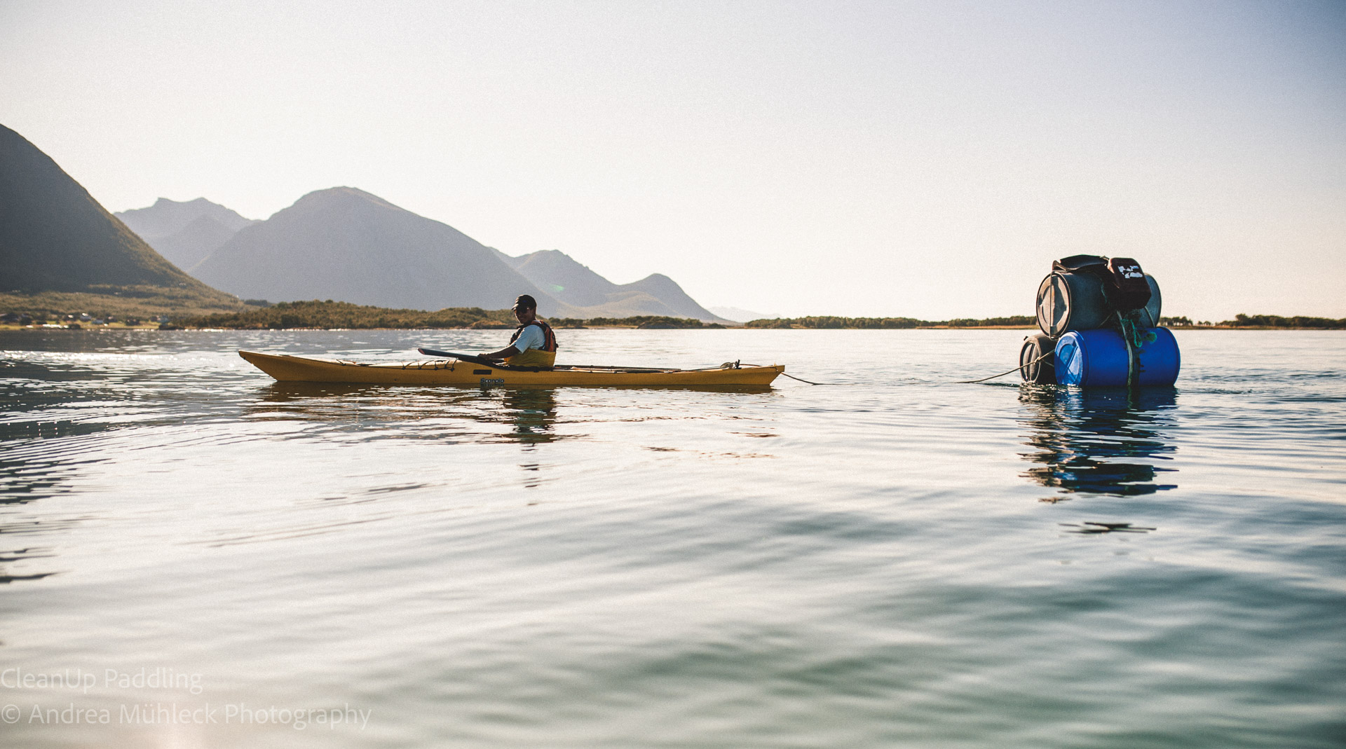 Norwegen Lofoten Kajak Müllsammeln